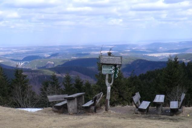 Aussicht vom Schneekopf bei Gehlberg über dem Thüringer Wald